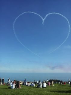 Red Arrows pay Hastings a visit.