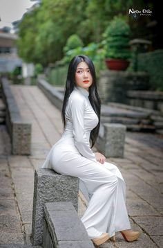 Doctor Romance With Beautiful Indian Sexy Girl Sexy Bbabhi With Doctor - Vietnamese Traditional Dress, Traditional Dresses, Oriental Fashion, Asian Fashion, Vietnam Girl, Ao Dai Vietnam, Beautiful Asian Women, Sexy Asian Girls, Asian Woman