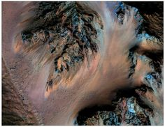 Water on Mars: Flowing salt water discovered on the Red Planet. NASA's Mars Reconnaissance Orbiter has confirmed that mysterious lines on the surface of the planet are evidence of liquid water. Dwarf Planet, Red Planet, Sistema Solar, Mars Project, Water On Mars, Mars Photos, Famous Pictures, Galaxy Space, Nasa