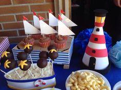 Decoracion marinera: Faro y barquita para cakepops y caja de madera forrada de goma eva.