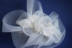Barrette de crin blanc pour mariage par Vintagehatsupplies sur Etsy, $5.00