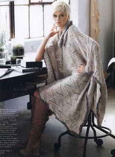 Laced Poncho. Vogue Knitting 2012 Fall. Modèle de Tanis Gray.