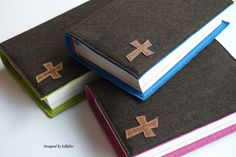 **Tolle Hülle für das katholische Gotteslob oder ein Gesang- und Gebetsbuch  aus reinem Wollfilz in dunkelbraun.**   _Das mit Kontrastgarn aufgesteppte Kreuz aus Kork gibt dem ansonsten...