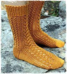 Joskus kauan sitten, jo syksyllä, tein sukat, jotka silloin nimesin kurpitsasukiksi. Lähinnä siksi. kun olivat ihan kurpitsan väriset. Al...