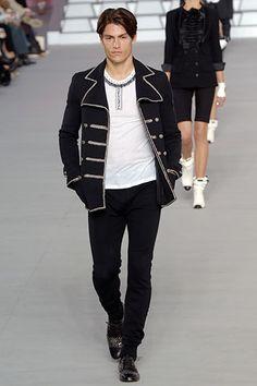 Chanel Menswear Collection Fashion Show Details Mens Fashion 2018, Men Fashion Show, Men's Fashion, Winter Fashion, Chanel Men, Coco Chanel, Mens Fashion Sweaters, Androgynous Fashion, Blazer Fashion