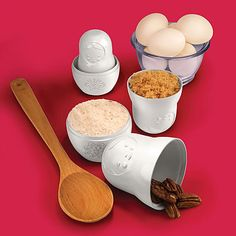 Fashioned in a Russian Matryoshka nesting doll style, the M-Cups Measuring Cups by Fred measures dry ingredients and provides space saving storage. Baking Gadgets, Kitchen Gadgets, Funky Gifts, Unique Housewarming Gifts, Matryoshka Doll, Red Candy, Cupping Set, Safe Food