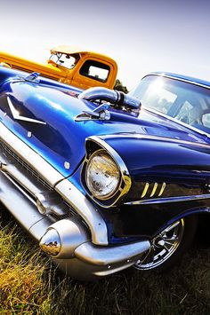 """◆ Visit ~ MACHINE Shop Café ◆ (QUESTION: """"Is it possible to ever get sick and tired of looking and marvelling at the beauty of the 1957 Chevy Bel Air Coupé? Man Cave Gear, Car Man Cave, 1957 Chevy Bel Air, Chevrolet Bel Air, Top Cars, Car Car, Custom Cars, American, Muscle Cars"""