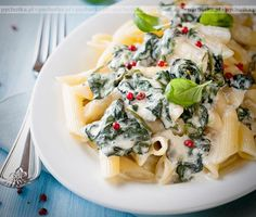 Penne with Creamy Spinach and Pink Peppercorns. Made with Barilla's new Collezione collection - delicious! Penne, Gorgonzola Cheese, Parmesan Sauce, Whole Wheat Pasta, Bastilla, Creamy Spinach, Mets, Recipe Today, Diet And Nutrition