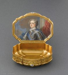 Portrait of Louis XV on a solid gold tobacco box given to the Syndic of Geneva, c. 1725 portrait by Jean-Baptiste Masse (Musee de Louvre) Jewellery Boxes, Jewelry Box, Celtic, Louvre Paris, Miniature Portraits, Antique Boxes, Antique Clocks, Bottle Box, Pretty Box