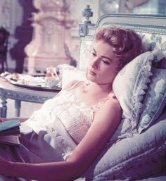 0 Grace Kelly in nightdress