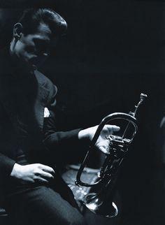 "artemisvoice: "" Chet Baker, Boston 1966 Lee Lee Tanner (via: Jazz Times) "" Jazz Artists, Jazz Musicians, Music Artists, Funny Valentine, Chet Baker, Musician Photography, Beat Generation, Lets Get Lost, Cool Jazz"