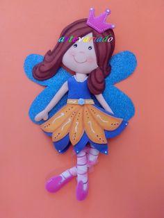 Hada de goma Eva. Foam Crafts, Diy Crafts, Handmade Crafts, Fun Projects, Handicraft, Smurfs, Cake Toppers, Art Drawings, Dolls