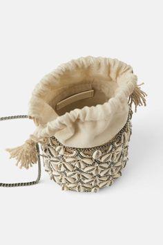 Straw crossbody bag with seashells - Bags 2019 Clutch Bag, Crossbody Bag, Potli Bags, Ethnic Bag, Boho Bags, Basket Bag, Beaded Bags, Summer Bags, Zara
