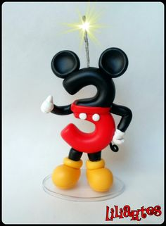 Vela modelada em biscuit para compor enfeites de bolo, inspirado no personagem da Disney : Mickey .   **Contém 1 pavio mágico removível e base acrílica.  **Também faço projetos personalizados com o tema, cores e detalhes que você escolher.