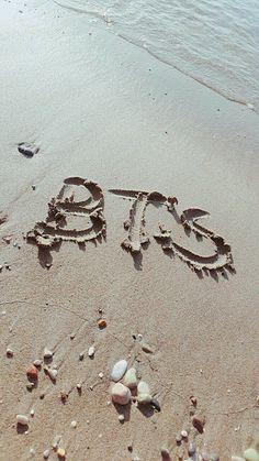 Srslye trying to advertise BTS at the beach Bts Taehyung, Bts Bangtan Boy, Bts Jimin, Jhope, Army Wallpaper, Bts Wallpaper, Iphone Wallpaper, Bts Qoutes, Bts Lyric