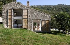 Architectural vacation home: a converted stable in the Spanish countryside