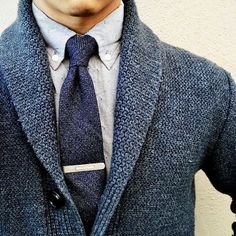 Feb 2020 - Stay warm this winter season! A blue sweater over your button down shirt and blue tie is great business casual or even date night look! Classy Fall Outfits, Casual Outfits, Mens Fashion Suits, Mens Suits, Business Casual Men, Men Casual, Moda Formal, Men With Street Style, Herren Outfit