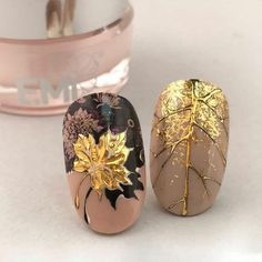 """If you're unfamiliar with nail trends and you hear the words """"coffin nails,"""" what comes to mind? It's not nails with coffins drawn on them. It's long nails with a square tip, and the look has. Fall Acrylic Nails, Autumn Nails, Fall Nail Art, Acrylic Nail Designs, Nail Art Designs, Nails Design, Acrylic Gel, Fox Nails, Super Nails"""