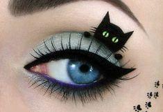 Gato preto em maquiagem dos olhos