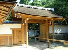 I'm a huge fan of Japanese woodworking. This gate is truly amazing.