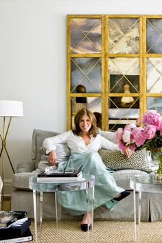 If you never heard of Suzanne Kasler interiors today's a great day to start following her work. #insplosion #interiordesign #designlovers #unique Top Interior Designers, Best Interior, Elle Decor, Traditional Design, Living Spaces, Living Rooms, Interior Inspiration, Furniture, Floral Arrangements