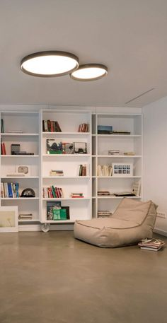 Plafón LED de diseño modelo UP de Vibia Lounge Lighting, Home Lighting Design, Interior Lighting, Home Ceiling, Ceiling Lamp, Ceiling Lights, Delta Light, Modern Bedroom, Home Accessories