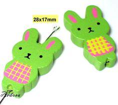 2 Holzperlen Hase 28x17mm grün K112.2 von Schmuckmaterial auf Etsy