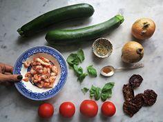 Tomatsoppa med zucchini (och massa lykopen).