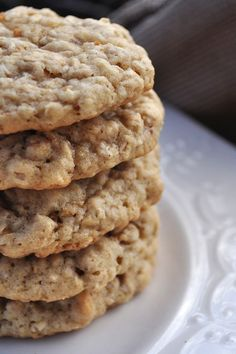 Super easy cinnamon oatmeal cookies! Only 15 minutes from start to finish! http://thedailygoodiebag.com/2014/02/cinnamon-oatmeal-cookies/