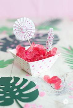 HappyMottoparty Flamingo, Tischdekoration, Haribo Flamingos Flamingo Party, Cake Pops, Desserts, Life, Food, Decorations, Nice Asses, Rezepte, Ideas