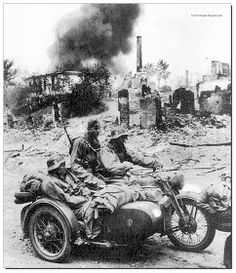 Waffen SS Soldiers in BMW drive through a destruction and death Military Photos, Military Art, Military History, German Soldiers Ww2, German Army, Cycle Pictures, Germany Ww2, Man Of War, Ww2 Photos