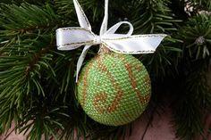 Ещё один шарик#новыйгод #новогоднийшар #шарикизбисера #елочныешарыручнойработы #handmade