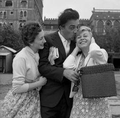 Federico Fellini & Giulietta Masina + Valentina Cortese , Veneza, Itália – 1955.