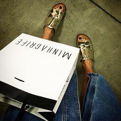 Hoje foi dia de Minha Grife @mgfmoda {} Fui conhecer as novidades da nova coleção e mostrei tudo lá no #snap... perolasdachris  #mgf #modalinda #modaacessível #look #instalook #lookbook #galery #instaglam #dujour #chriscastro #influencersrys #girisbioggers #jeans #details #snapsave