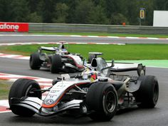 Juan Pablo Montoya y Kimi Raikkonen en Bus Stop en 2005