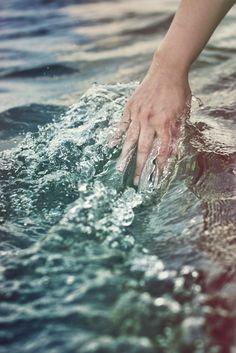 feel the sea between your fingers