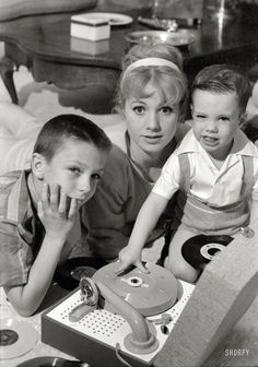 Music Man star Shirley Jones in 1961 with her kids, the future pop icons David and Shaun Cassidy.