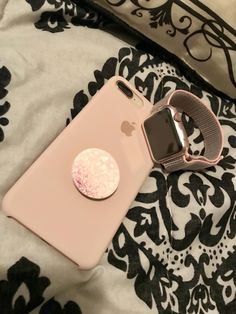 Iphone 8 plus gold with pink sand apple silicone case apple watch 42 mm with pink sand sports loop band pink blush pop socket Accessoires Divers, Accessoires Iphone, Gadgets For Dad, Top Gadgets, Apple Watch 42, Aesthetic Phone Case, Silicone Iphone Cases, Iphone Hacks, Iphone 10