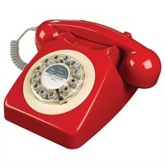 Il 746 è la quintessenza del telefono britannico ed è un'icona dello stile anni '60. Lanciato nel 1967 dal General Post Office in risposta alla domanda del pubblico, è riconosciuto come il simbolo universale del telefono. Per celebrare questa grande icona britannica, questo modello contemporaneo mantiene le curve in grassetto del progetto originale in una gamma sorprendente di colori. Per comodità moderna, il selettore è stato sostituito da pulsanti.