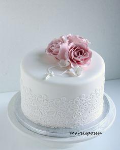 rippikakku First Holy Communion Cake, Confirmation Cakes, Icing Techniques, Beautiful Birthday Cakes, Cake Decorating Tips, Yummy Cakes, Amazing Cakes, Holi, Wedding Cakes