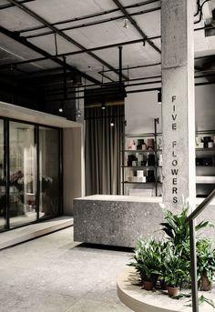 21 Ideas For Flowers Design Shop Interiors Retail Design Shop, Flower Shop Design, Shop Interior Design, Retail Design, Store Design, Design Interiors, Cafe Design, Flower Shop Interiors, Ukraine