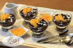 Black Rice Pudding Recipe is a healthy Kakanin that is sweet, creamy and absolutely delicious. Black Rice Pudding has both fiber and loads of antioxidants, it also has iron and flavonoids. Filipino Desserts, Filipino Recipes, Filipino Food, Pinoy Dessert, Pinoy Recipe, Asian Desserts, Rice Recipes For Dinner, Great Recipes, Dessert Recipes