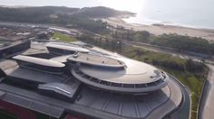 Chinese millionaire, Liu Dejian, has built an office headquarters designed to look like the Starship Enterprise from his beloved TV and movie series. The building is located in Fujian Province. Uss Enterprise, Futuristic Architecture, Architecture Details, Colani, Dome House, Star Trek Universe, Star Trek Ships, Brick And Mortar, Weird Science