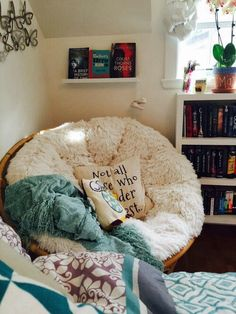 mayareads: my room is my favorite place in the world. - + UNIQUE CHAIR + mayareads: my room is my favourite place in the entire world. mayareads: my room is my favorite place in the world. My New Room, My Room, Cute Dorm Rooms, Teen Rooms, Aesthetic Rooms, Bedroom Inspo, Bedroom Ideas, Bedroom Designs, Bedroom Inspiration