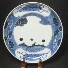 Image from http://ancientpoint.com/imgs/a/d/l/l/b/f742_real_japanese_old_imari_blue___and___white_porcelain_plate_appropriate_1700s_1_thumb2_lgw.jpg.