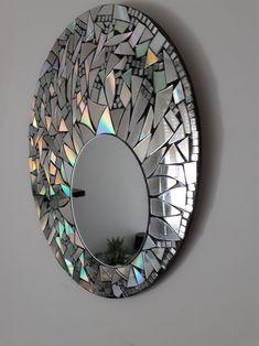 Diy Room Decor Videos, Diy Crafts For Home Decor, Cd Crafts, Diy Arts And Crafts, Mirror Wall Art, Diy Wall Art, Mosaic Mirrors, Diy Bottle, Bottle Art