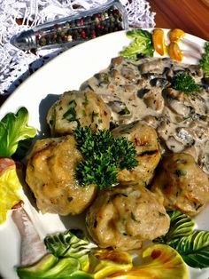 borsos gombatokány zsemlegombóccal Vegetable Recipes, Meat Recipes, Vegetarian Recipes, Cooking Recipes, Hungarian Recipes, Italian Recipes, Hungarian Food, Vegas, I Want To Eat