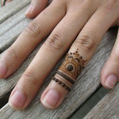 simple minimal henna design on ring finger > boho body art Men Henna Tattoo, Henna Ink, Henna Tattoo Designs, Mehndi Designs, Small Henna Designs, Finger Henna Designs, Mehendi, Henna Mehndi, Symbol Tattoos