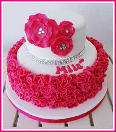 Modern Cakes Ruffled wedding cake inspired by bride's gown. Girly Cakes, Pink Cakes, Fancy Cakes, Pretty Cakes, Cute Cakes, Beautiful Cakes, Sweet Cakes, Glamour Cake, Glamour Party