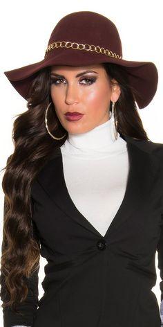 * Chapéu de feltro decorado com corrente